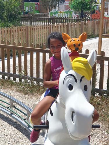Petite rockeuse au Parc Spirou à Monteux - juin 2019